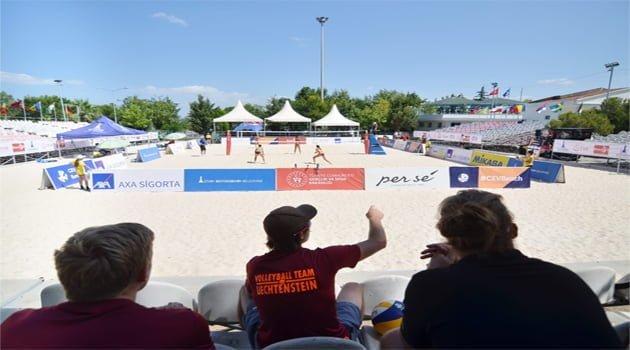 İzmir'de,  Plajda büyük heyecan başladı…