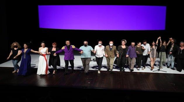 """İBB  Şehir Tiyatroları'nın Yeni Oyunu """"İfigenya"""" Ayakta Alkışlandı"""